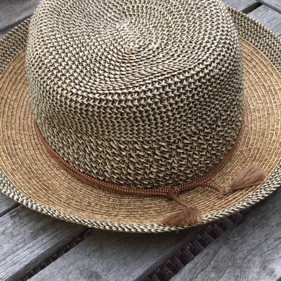 Nine West Straw Hat. M 5b21d6529fe4866d622d1b1a c3f044de8bb4